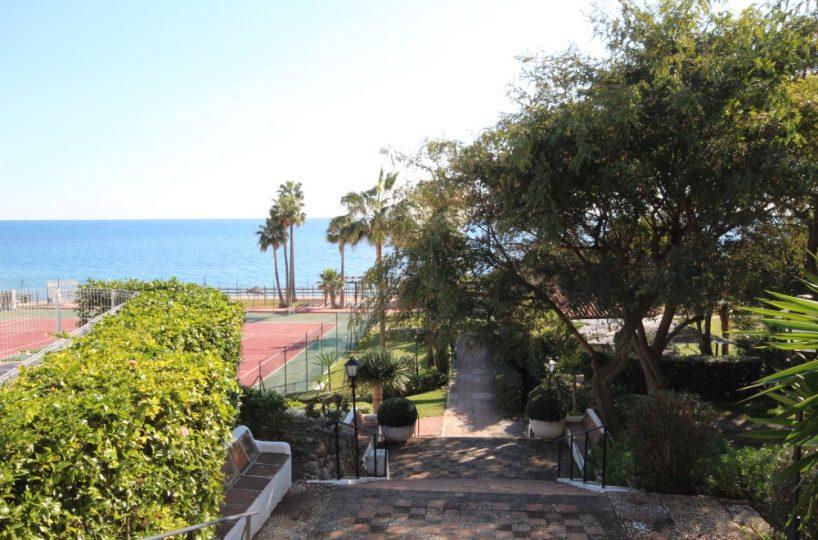 Beach property Mansion Alhamar